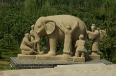 blind men and the elephant statue