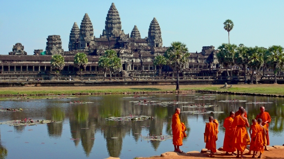 Buddhist monks & Angkor Wat