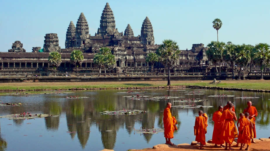 Buddhist monks & Angkor Wat