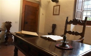 machiavelli desk