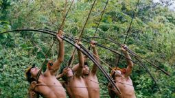 amazon-tribe-with-bows-and-arrows