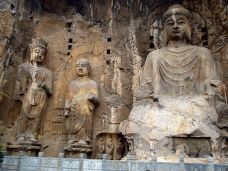 statues chinese buddhist cave